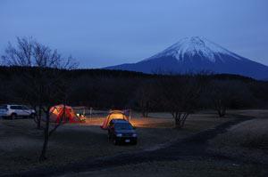 曇ってるけど富士山が見える